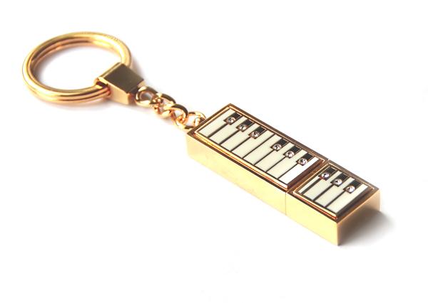 флешка с клавишами рояля